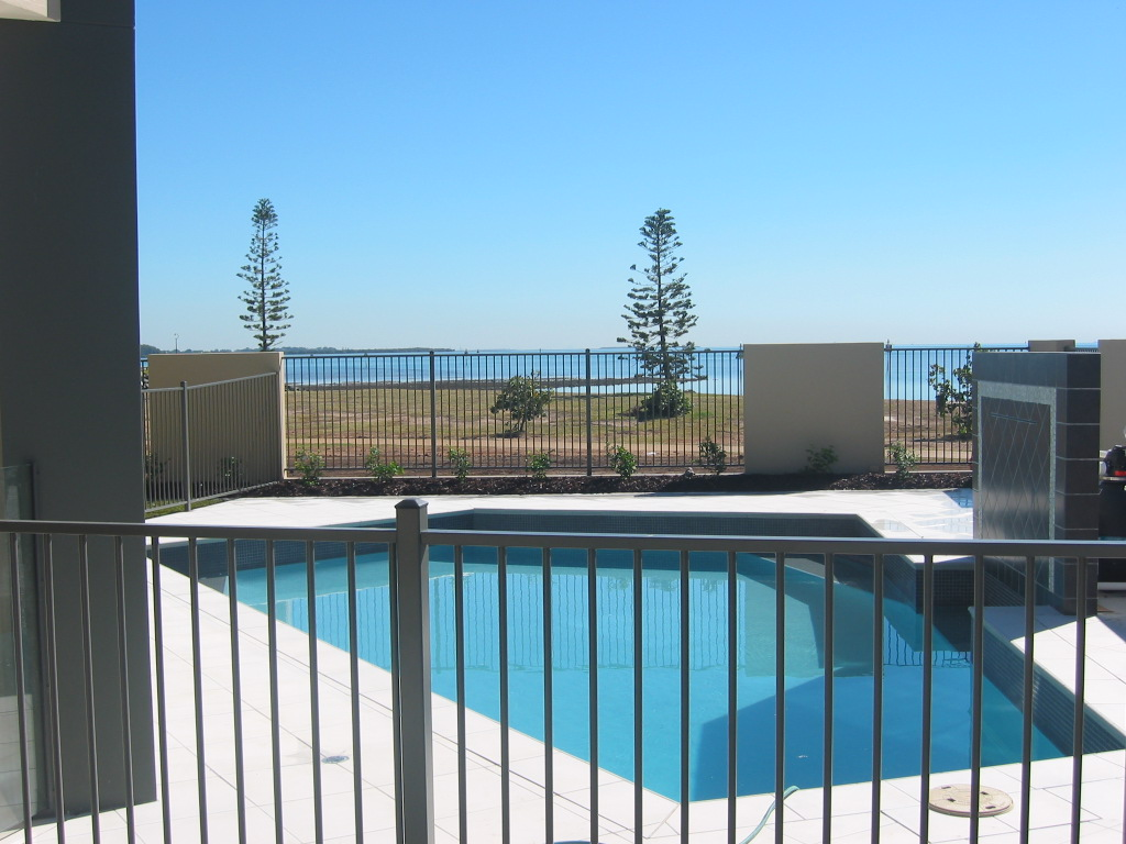 Choosing the right colour diy pool fencing australia for Swimming pool fencing regulations sa